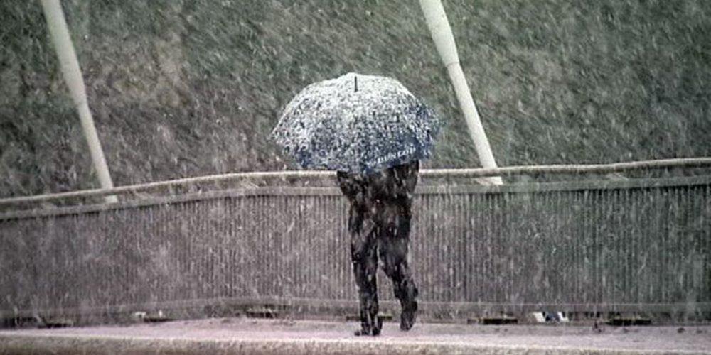 Ploi, lapoviță și vânt în aproape toată țara