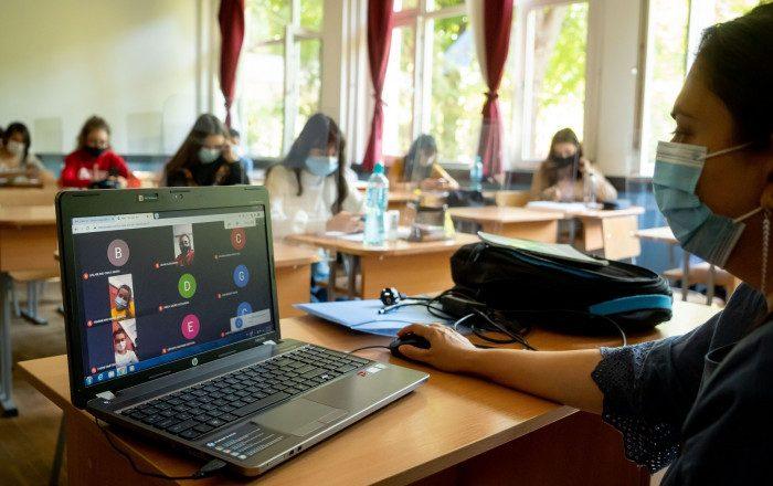 Sorin Cîmpeanu: Școlile decid singure dacă intră în online