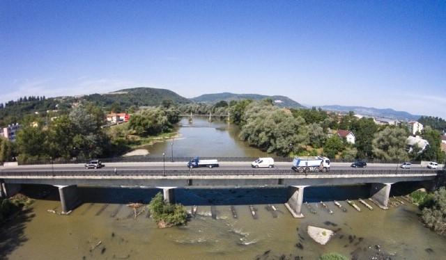 Lucrările la podul peste Someș, preconizate pentru luna iunie. Până atunci se lucrează pe strada Libertății